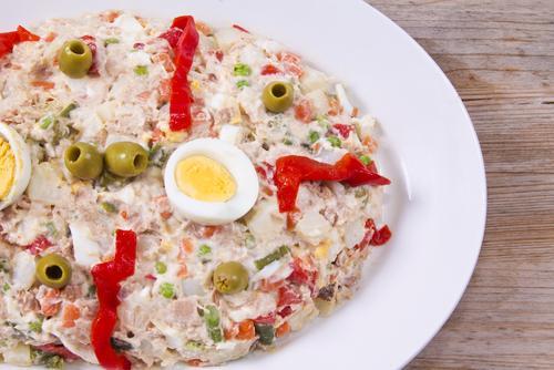 Ideas de comida para llevar al trabajo sin calentar - Ensaladilla rusa, una receta deliciosa para el trabajo