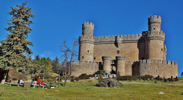 Pueblos con encanto cerca de Madrid - Manzanares el Real, un imprescindible pueblo de los alrededores de Madrid