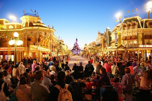 Sitios bonitos para viajar en familia - Disneyland París, uno de los mejores destinos para familias