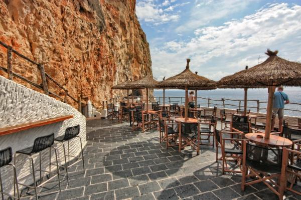 Dónde ver el mejor atardecer en Menorca - Cova d'en Xoroi, perfecto para ver el atardecer en Menorca