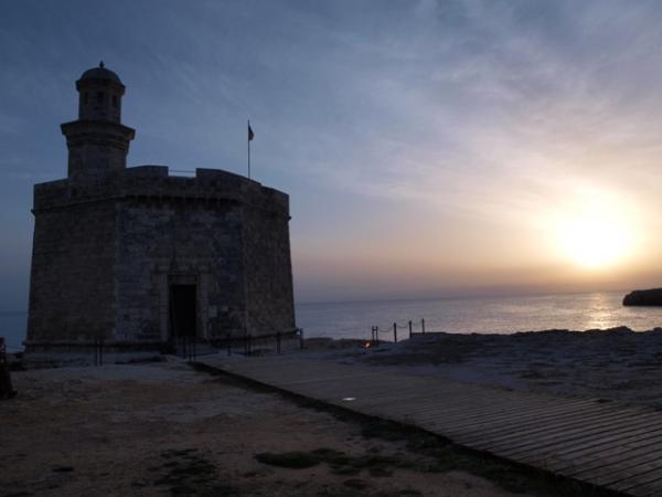 Dónde ver el mejor atardecer en Menorca - Ver el atardecer en el castillo de San Nicolás de Ciutadella
