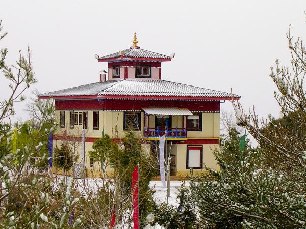 Los templos budistas en España más bonitos - Dag Shang Kagyu, un templo budista de Huesca