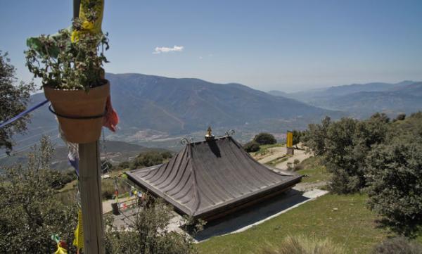 Los templos budistas en España más bonitos - O Sel Ling, un templo budista en la Sierra Nevada de Andalucía