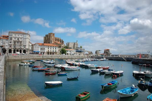 5 pueblos con encanto en Cantabria - Castro Urdiales, una villa marinera única