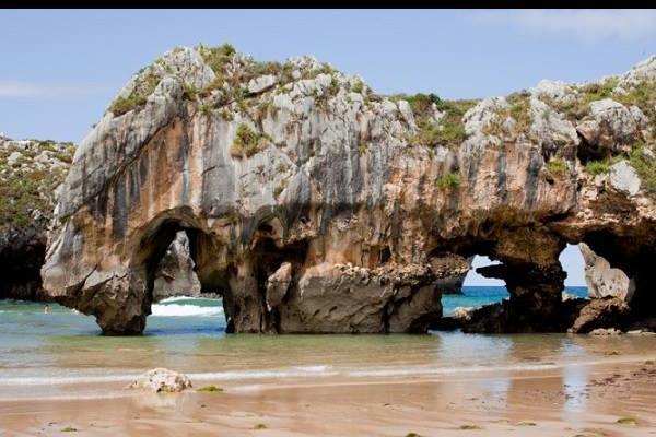 Playas bonitas en Asturias - Playa de Cuevas del Mar (Llanes)
