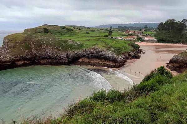 Playas bonitas en Asturias - Playa de Poo (Llanes)