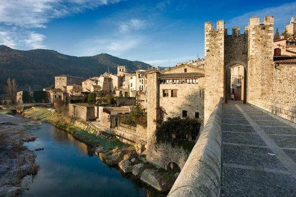 8 pueblos de Cataluña con encanto - Besalú, uno de los pueblos con más encanto de Cataluña