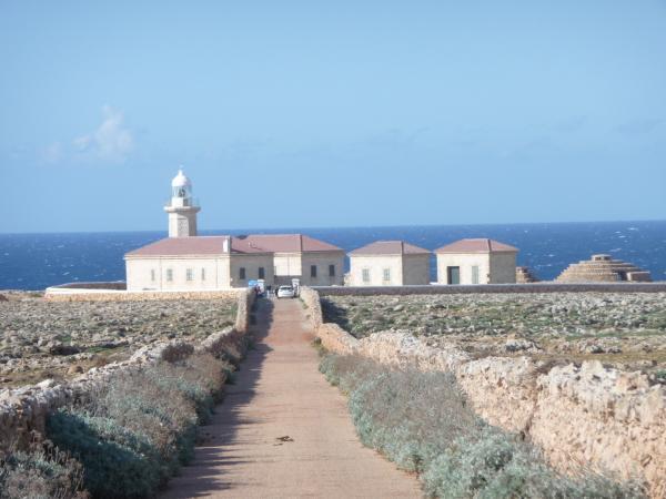 Dónde ver el mejor atardecer en Menorca - Faro de Punta Nati: una preciosa puesta de sol en Menorca