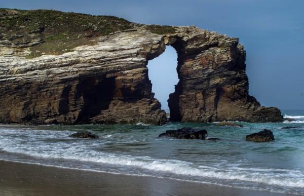 Los 8 mejores sitios para pedir matrimonio en España - La Playa de las Catedrales, un monumento natural