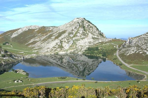 Los 8 mejores sitios para pedir matrimonio en España - Los Lagos de Covadonga, un paisaje idílico