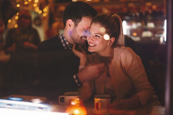 Ideas para celebrar fin de año en pareja - Salir de fiesta con tu pareja por fin de año